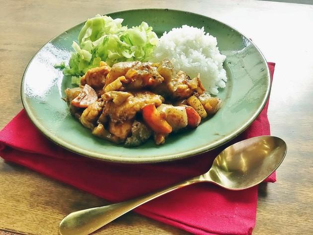 ボリューム満点で低カロリー。辛みが効いてる鶏とれんこんとこんにゃくのカレー炒め【身体が変わる!10分レシピ#10】