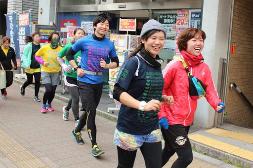 初心者が楽しく10キロ走る秘訣を、ランニングイベント「JOYRUN」に参加して探ってきました。