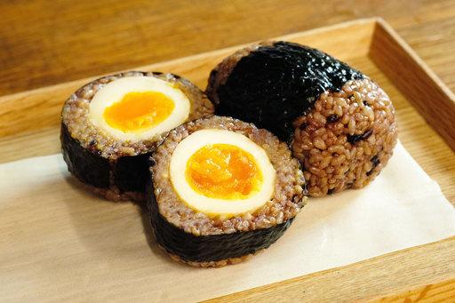 「半熟味玉むすび」¥300(税込)