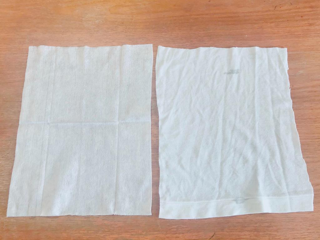 左がワイパーシート、右が古着。同じ大きさにカットして使います